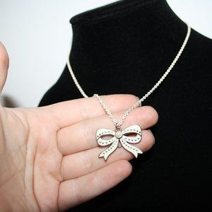 Vintagejelyfish Jewelry - Pretty Cream metal bow necklace 17""